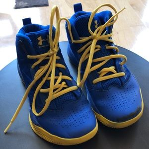 Boys under armour athletic shoes